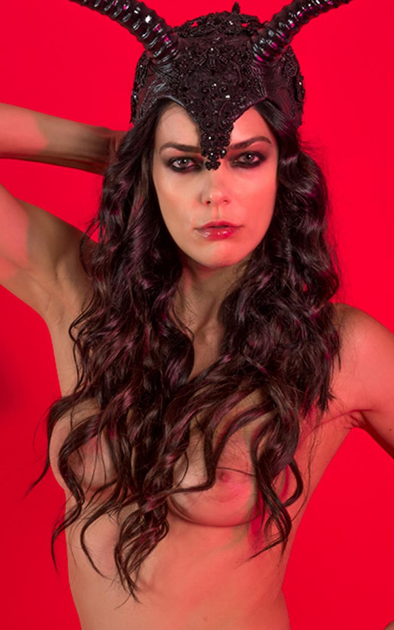 Adrianne curry hand covers boobs the surreal life
